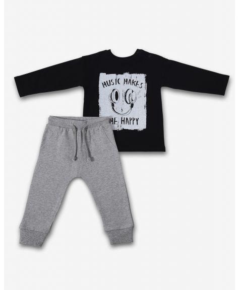 סט חולצה ומכנסיים